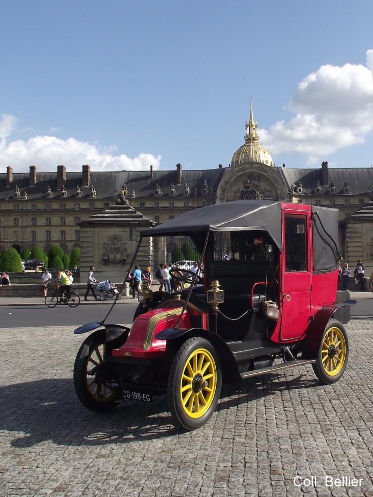 Image 07 - Renault AG1 devant Invalides