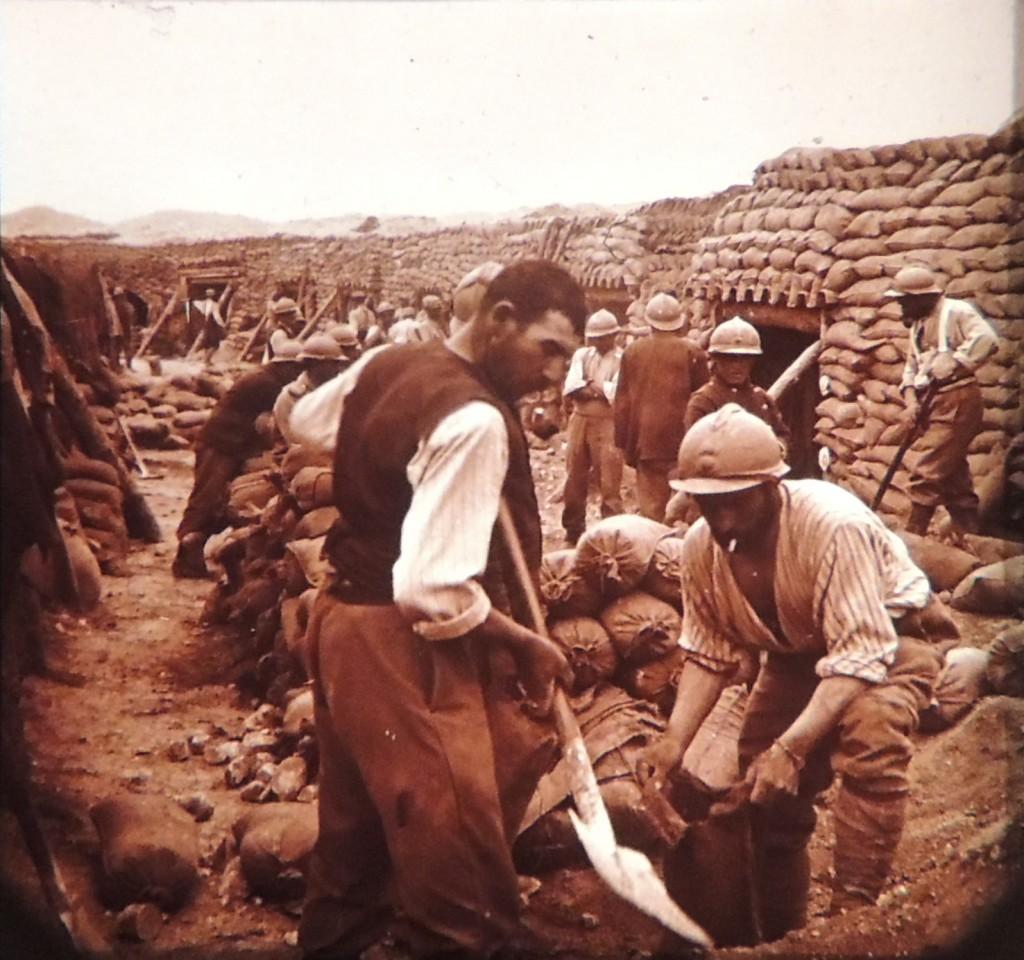 Aménagement d'une place d'armes à l'arrière du front français.