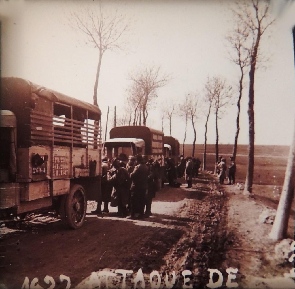 Convoi logistique français faisant une halte